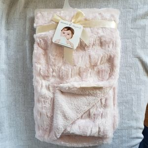 NWT Blankets & Beyond Soft Fuzzy Pink Baby Blanket
